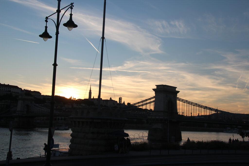 silhouet kettingbrug boedapest