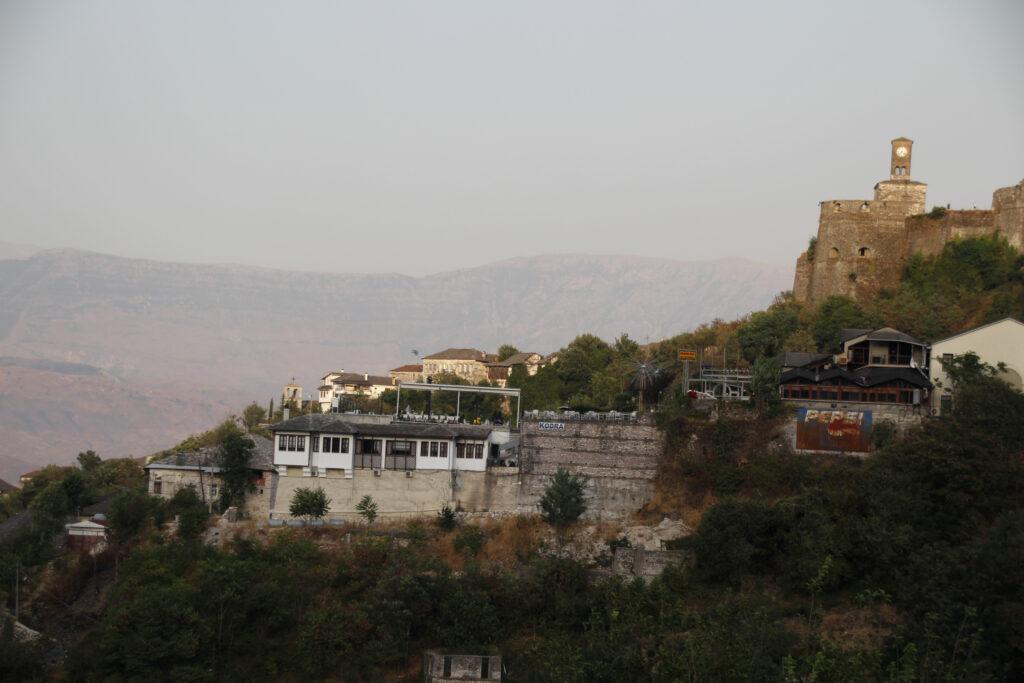 Zicht_op_het_kasteel_van_gjirokastre