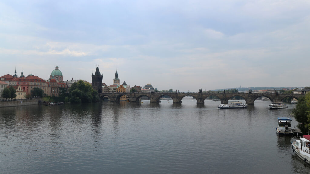 De Karelsbrug is uitgegroeid tot HET symbool van de stad Praag.