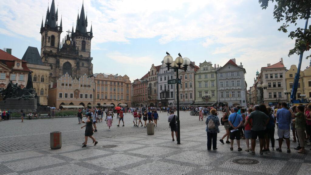 Het Oude Stadsplein van Praag moet je gezien hebben als je naar Praag gaat.