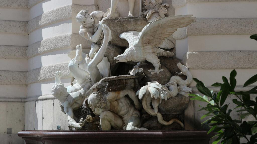 Detail van de beeldhouwwerken van de Hofburg.