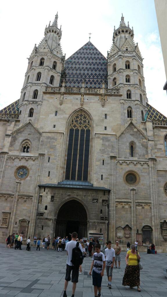 De voorkant van de Stephansdom in Wenen.