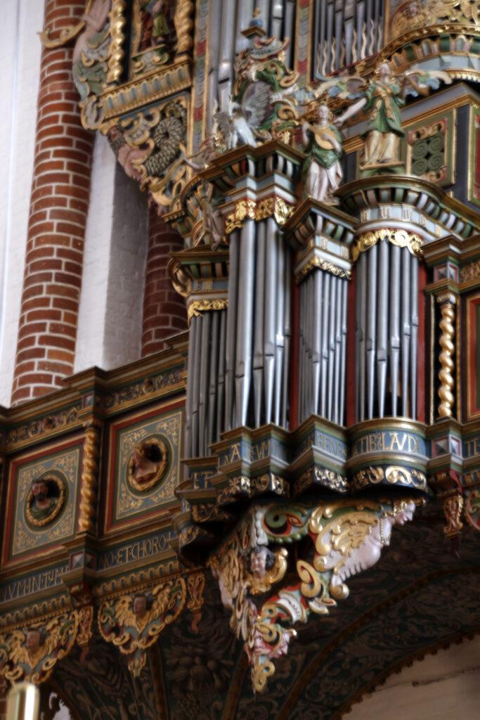 Detail van het orgel van de kathedraal van Roskilde. Rijk versierd.