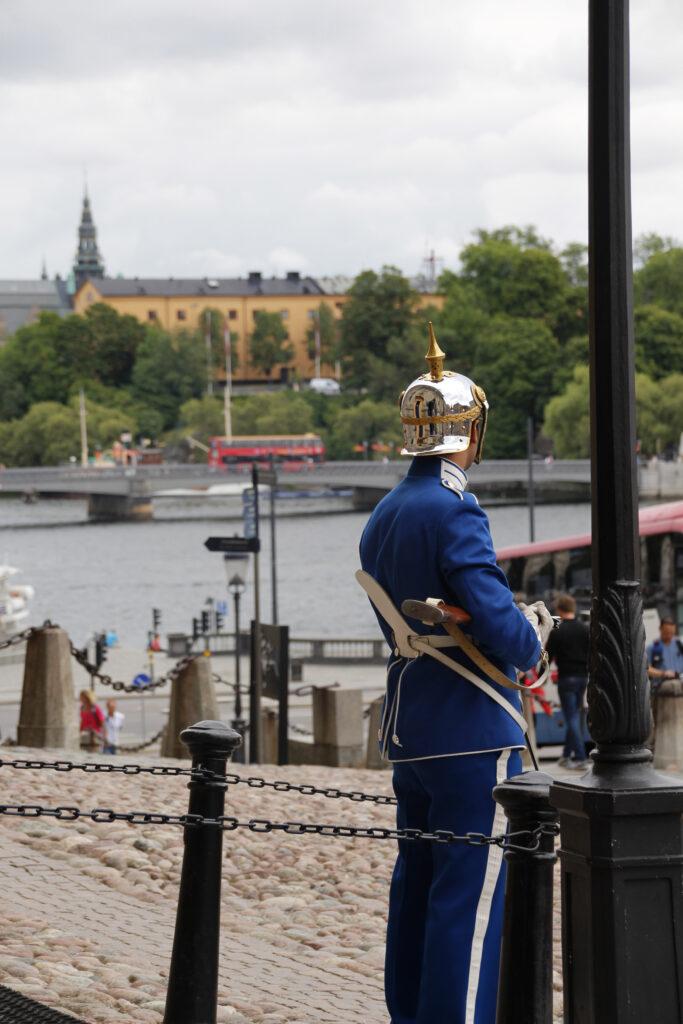 Paleiswacht bij het koninklijk paleis in Stockholm.