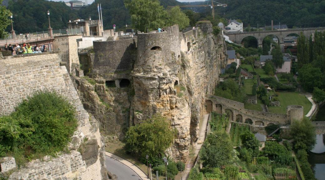 Zicht op de Bockkazematten in Luxemburg-Stad