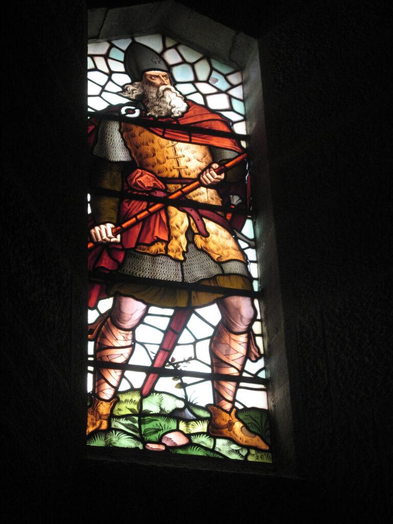 Glas-in-lood-raam van onafhankelijkheidsstrijder William Wallace in het National Wallace Monument.