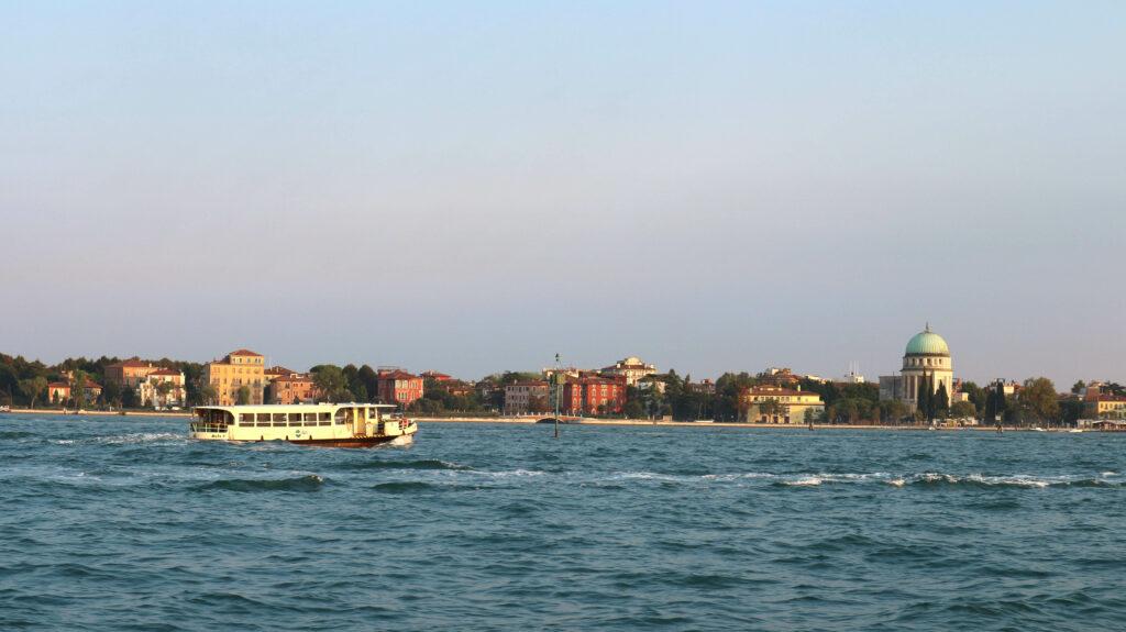 De vaporetto is het meest gebruikte openbaar vervoer op Venetië.
