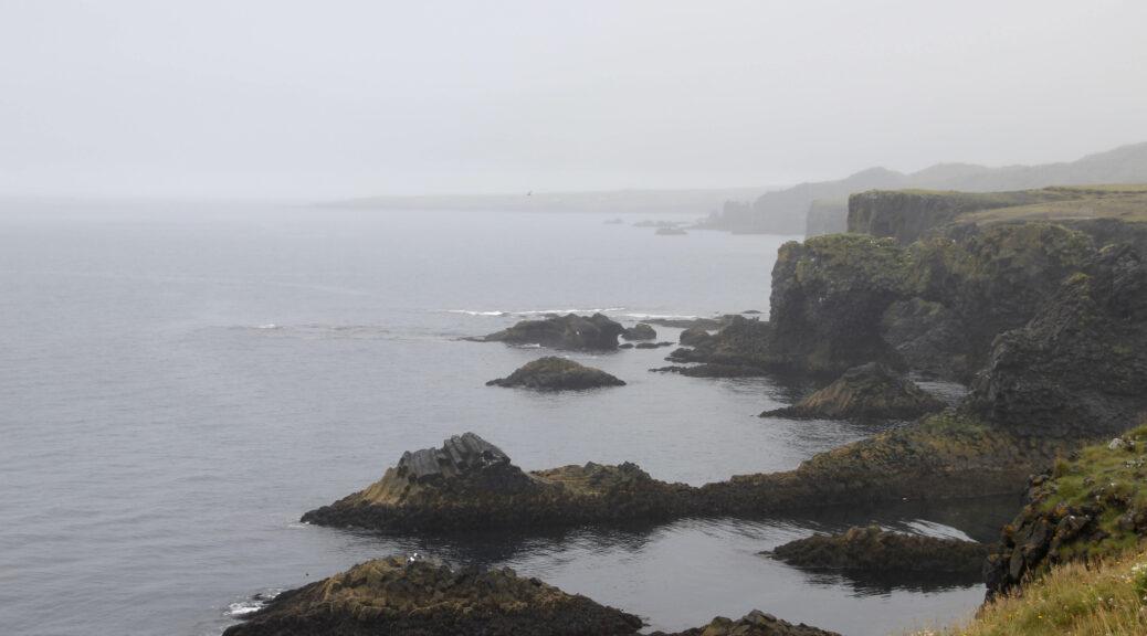 De mooiste kustlijn van het Snaefellsnes schiereiland is te vinden tussen Hellnar en Arnarstapi.