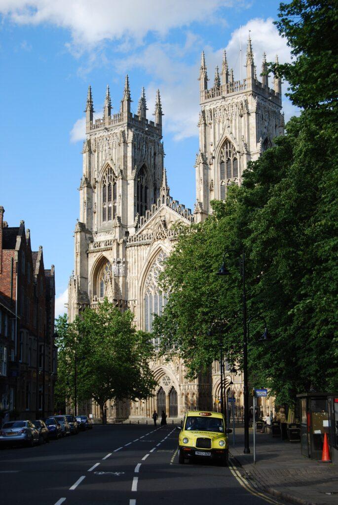 De York Minster is de tweede grootste gothische kathedraal van Noord-Europa.