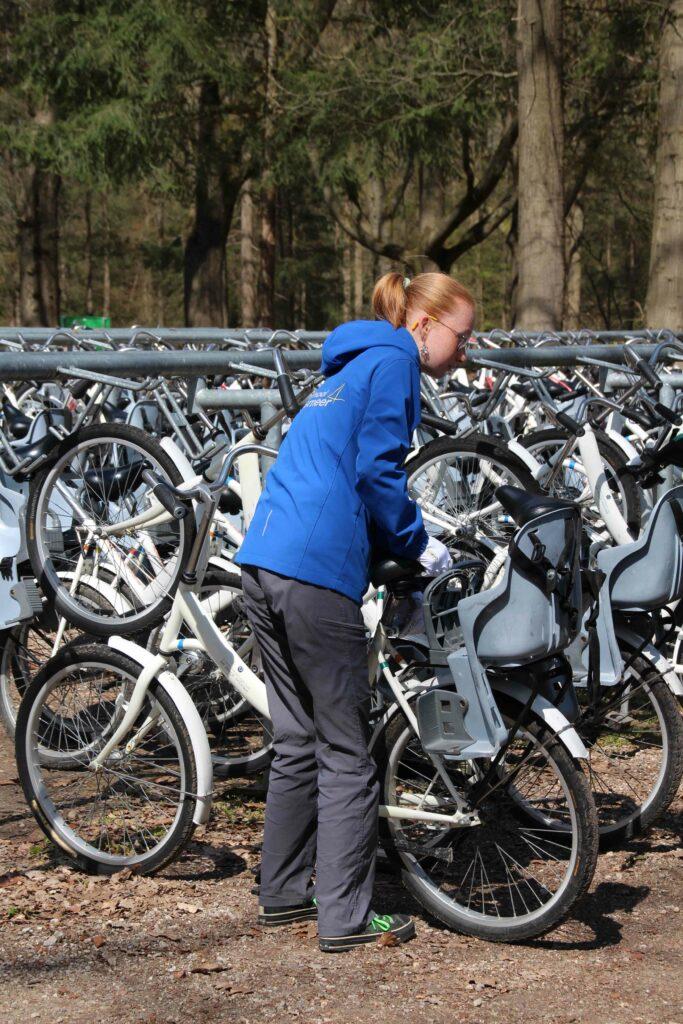 De witte fietsen zijn te verkrijgen bij de 3 ingangen Hoenderloo, Otterlo en Schaarsbergen.