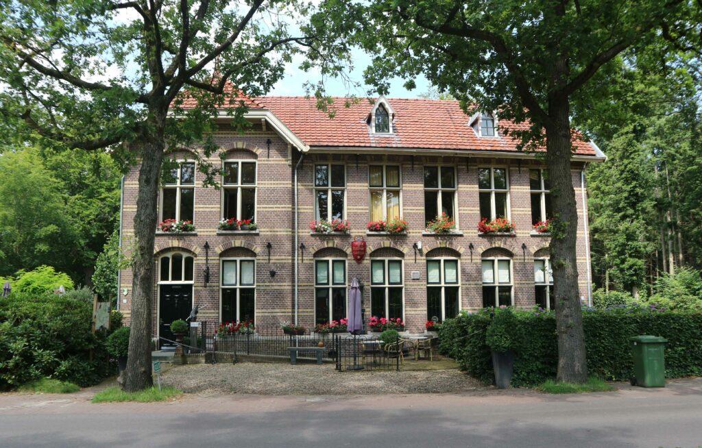 Het voormalige Post en Telegraafkantoor in Frederiksoord. Het maakt onderdeel uit van de Koloniën van Weldadigheid.