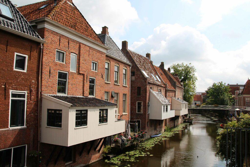 De beroemde Hangende Keukens van Appingedam.