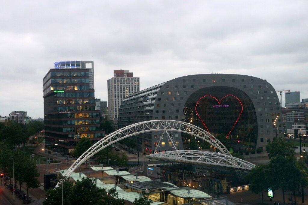 Markthal Rotterdam verlicht