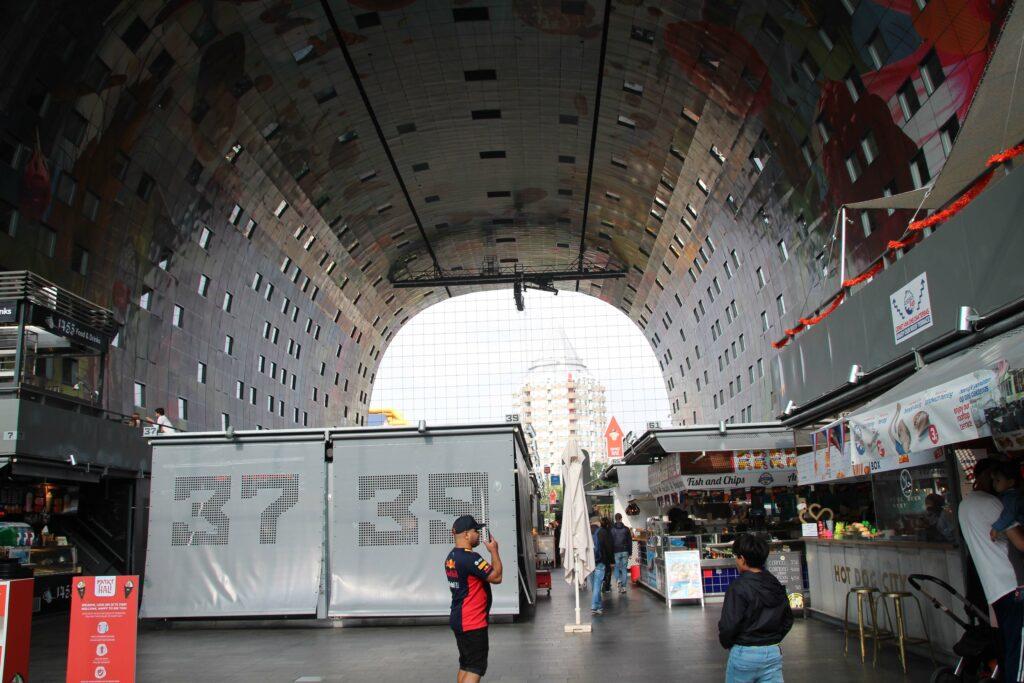 Stalletjes in de Markthal Rotterdam